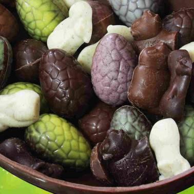 Assortiment de chocolats de Pâques: œufs fourrés et friture en chocolat